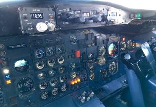 Boeing_727_Cockpit